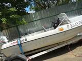 Пластиковая лодка тримаран 2013г. мотор 15.4такт